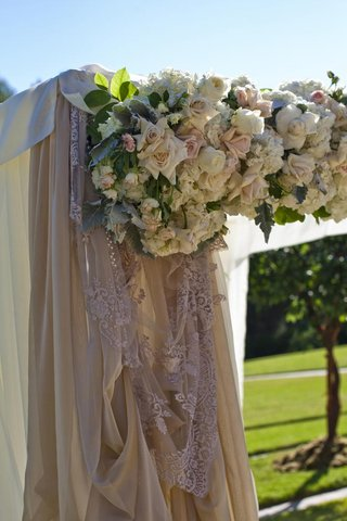 ceremony-altar-with-lace-drapery-and-blush-flowers