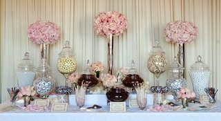 wedding-reception-sweets-station-with-pink-roses