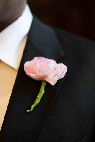 groomsman-boutonniere-pink-flower-on-lapel