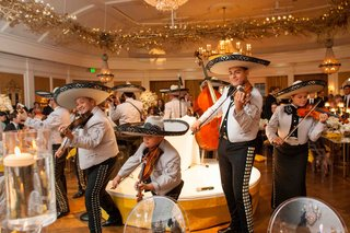 mariachis-perform-at-elegant-country-club-wedding