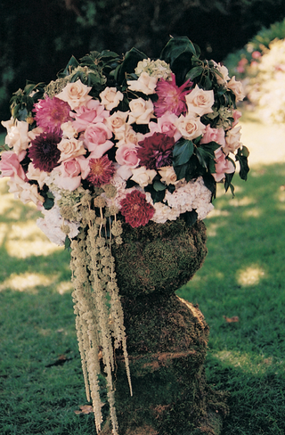 four-foot-tall-urns-filled-with-flowers-at-ceremony
