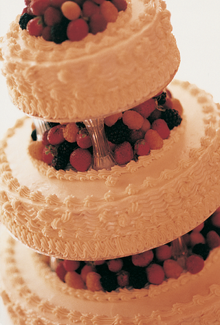 tiered-white-wedding-cake-with-fresh-berries
