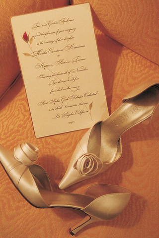 satin-pointed-toe-wedding-pumps-with-an-invitation-decorated-with-a-rosebud