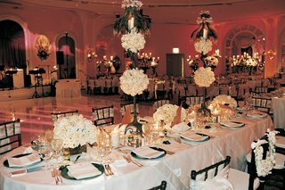 oval-table-with-centerpiece-runners