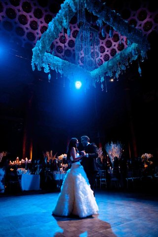 blue-wedding-lighting-for-first-dance-at-capitale