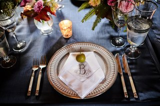 long-stem-apple-on-embroidered-wedding-napkin-place-setting