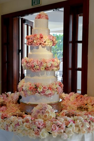 seven-layer-cake-with-fresh-roses-in-blush-as-tiers