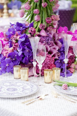 wedding-reception-table-with-versace-champagne-flute-and-wine-glass-china-with-purple-pattern