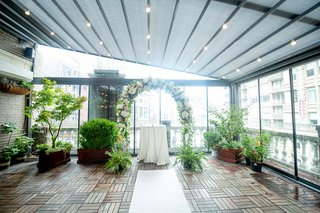 loft-wedding-venue-with-surrounding-floor-to-ceiling-windows