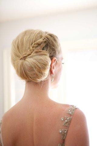braided-side-bun-classic-bridal-hairstyle-blonde-hair-wedding-bridal-look-beauty