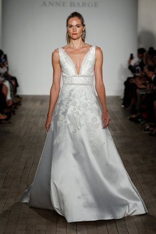 anne-barge-fall-2019-wedding-dress-vieira-v-neck-blue-willow-bride-gown-flower-embroidery-band-waist