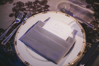 dinner-menu-with-calligraphy-name-in-grey-napkin