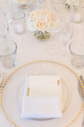 clear-charger-with-gold-dotted-rim-at-wedding-tablescape