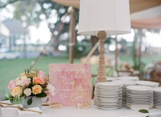 wedding-reception-seared-scallops-over-grits-food-sign-cutout-plates-wood-table-lamp-reception
