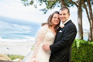 newlyweds-portrait-with-pacific-ocean-backdrop