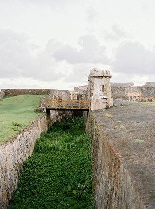 wedding-location-castillo-san-cristobal-fortress-near-ocean-historic-wedding-ceremony-venue