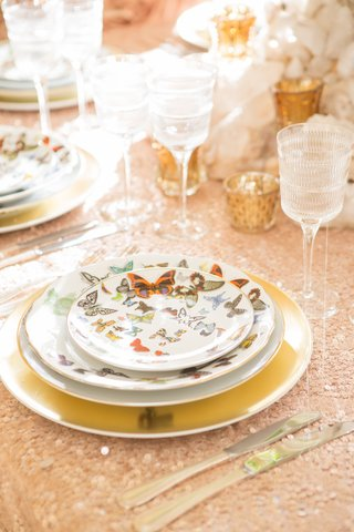 wedding-christian-lacroix-butterfly-parade-china-place-setting-with-vendome-linear-crystal-stemware