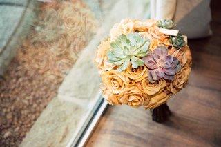 bridesmaid-bouquet-with-peach-flowers-green-succulent-purple-succulent