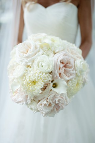 white-winter-wedding-bouquet-with-ranunculus-calla-lily-rose-and-crysanthemum-flowers
