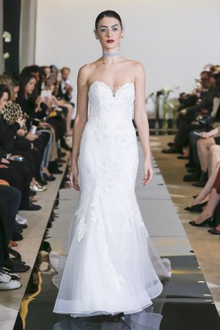 justin-alexander-spring-2018-chantilly-lace-sweetheart-fit-and-flare-gown-designer-wedding-dress