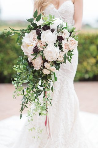 brimming-cascading-bouquet-light-dark-flowers-juxtapose-arrangement-vines-roses-black-greenery-blush