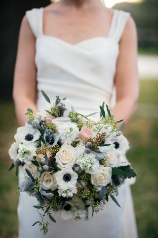 winter-bridal-bouquet-white-anemone-flowers-with-blue-centers-brunia-balls-pink-and-white-roses