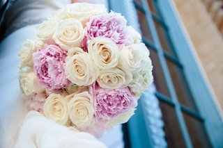 brides-bouquet-of-vanilla-roses-and-lilac-peonies