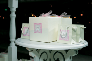 white-and-pale-pink-gifts-for-wedding-guests