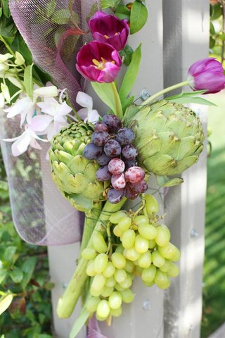 wedding-ceremony-structure-flower-and-fruit-arrangement