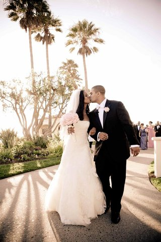 african-american-bride-and-groom-kiss-under-palm-trees