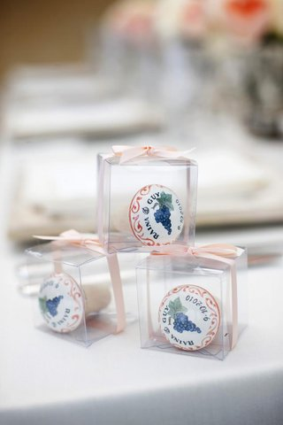 clear-boxes-filled-with-italian-wedding-gifts