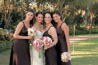 bride-with-bridesmaids-in-silk-brown-dresses