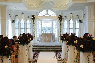 disneys-wedding-pavilion-ceremony-with-red-roses