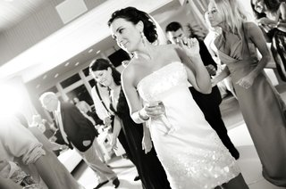 black-and-white-photo-of-bride-dancing-with-champagne
