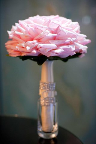 pink-rose-bouquet-made-to-look-like-one-large-rose