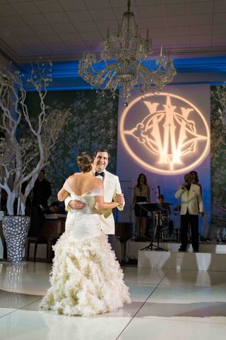 bride-and-groom-first-dance-on-white-floor-in-wallpaper-room