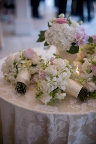 rose-and-orchid-wedding-bouquets-on-table