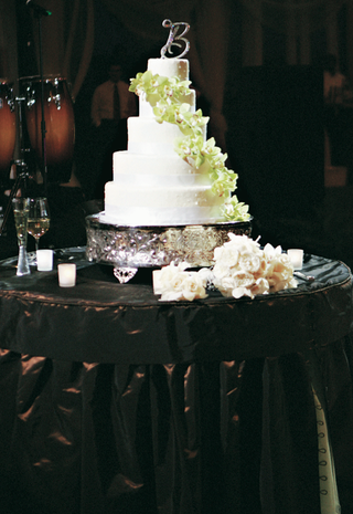 five-layer-wedding-confection-with-green-flowers