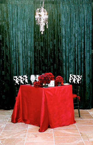 hollywood-glam-wedding-theme-couples-table