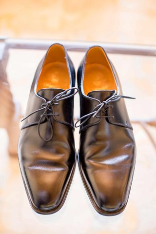 grooms-shoe-with-two-eyelets-and-pointed-toe