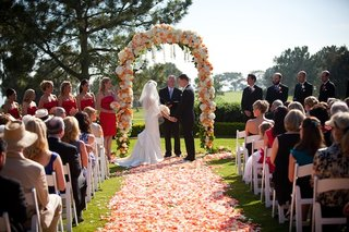 bride-and-groom-standing-at-altar-with-wedding-party