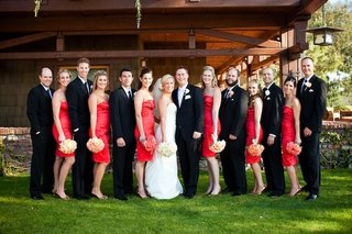 bridesmaids-and-groomsmen-outside-lodge
