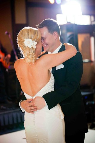 newlyweds-first-dance-as-husband-and-wife