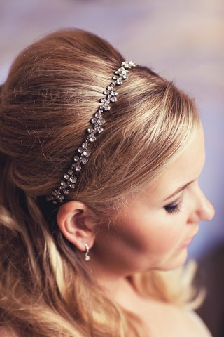 blonde-bride-wearing-crystal-headpiece