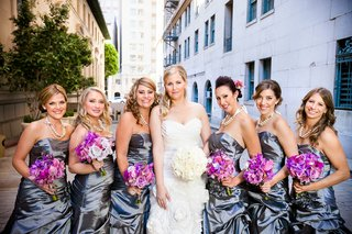 bride-with-bridesmaids-in-downtown-los-angeles