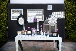 eclectic-frames-filled-with-seating-cards
