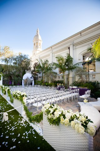outdoor-wedding-venue-with-lounge-chairs