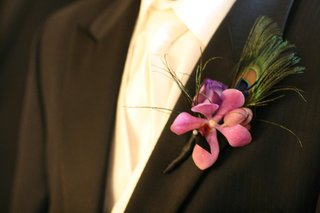 groom-wearing-pink-flower-and-feathers-on-lapel