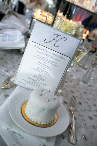 white-wedding-cake-with-blue-and-white-design