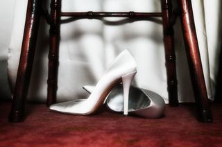 stuart-weitzman-pointed-toe-heels